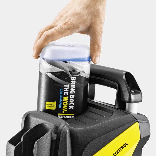 Aparat de spalat cu presiune K 5 Power Control: Sistemul Karcher Plug 'n' Clean pentru detergent