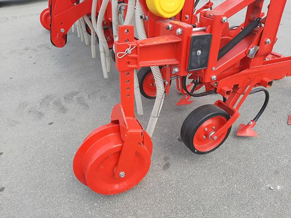 Prasitoare cu fertilizare Bufer, 7-9 randuri, 60-90 CP
