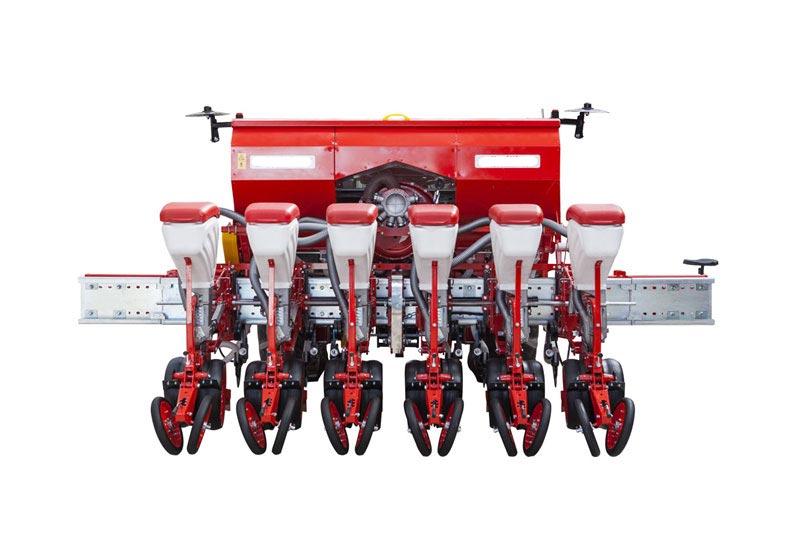 Se poate opta pentru o configuratie a semanatorii cu buncare de fertilizare de 1200 de litrii.